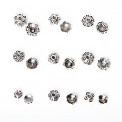 beadia 297pcs 혼합 (9) 스타일&골동품 실버 합금 구슬 금속 꽃 스페이서 비즈 캡 지정 크기