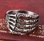 Недорогие -мужская Европа личности когти титана стальное кольцо
