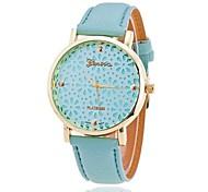 Недорогие -Xu™ Жен. Модные часы Кварцевый С гравировкой PU Группа Цветы Черный Белый Зеленый Розовый Бежевый