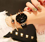Недорогие -Жен. Нарядные часы / Наручные часы Китайский Новый дизайн / Повседневные часы / обожаемый Кожа Группа На каждый день / Мода Черный / Коричневый / Зеленый