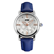 Недорогие Фирменные часы-SKMEI Жен. Модные часы Наручные часы Кварцевый 30 m Защита от влаги Имитация Алмазный Кожа Группа Аналоговый Кулоны Черный / Белый / Синий - Черный Красный Синий