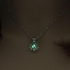 お買い得  ネックレス-女性用 フリーサイズ ロータス 形状 ライト付き ギフト ペンダントネックレス , 輝く石 合金 ペンダントネックレス 贈り物 デート コスチュームジュエリー
